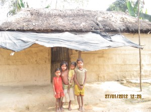 Children in front of Belbati Bauri's house.