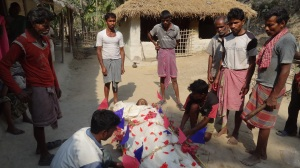 People gathered around the dead body of Jugendra Bauri for the last rites on 22 February